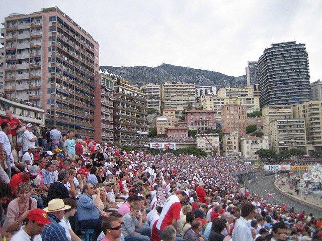 Les gradins bondés du Grand prix F1 de Monaco.