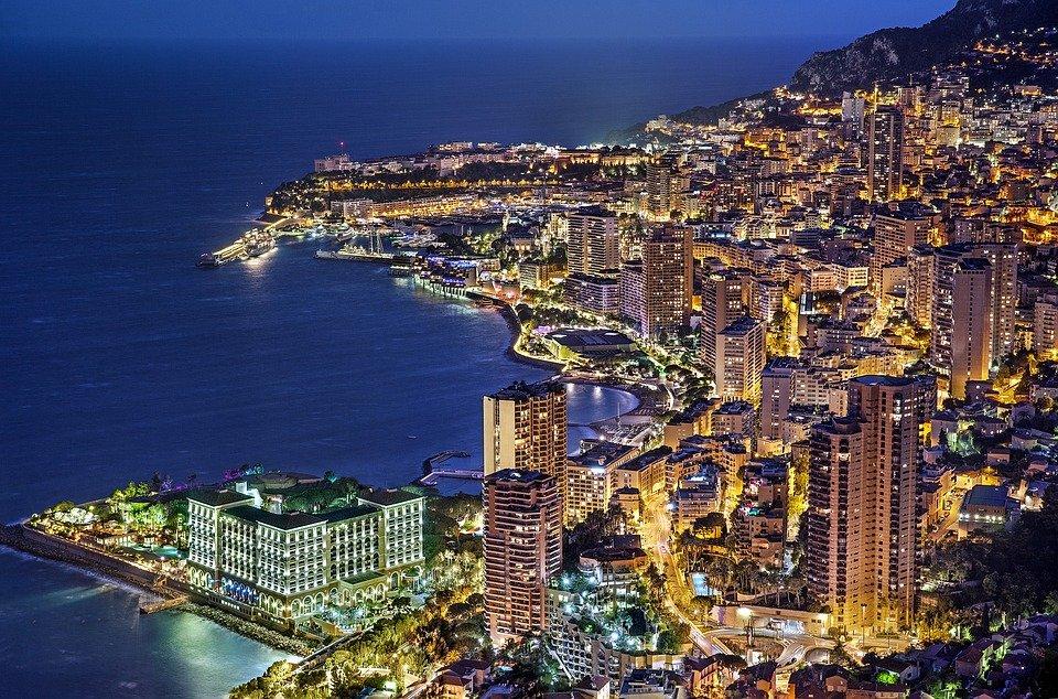 Monaco illuminée.