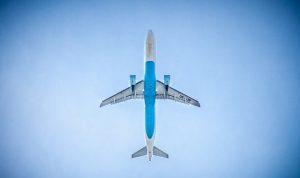 Avion dans le ciel.