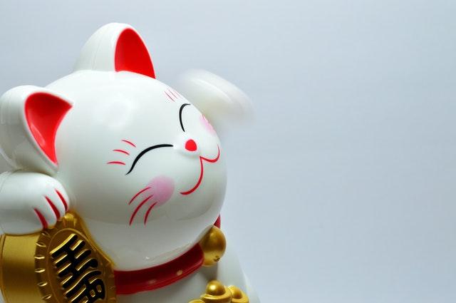 Figurine de chat japonais.